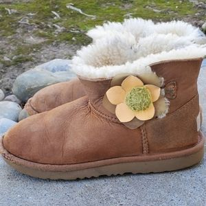 UGG Bailey Cactus Flower Boots